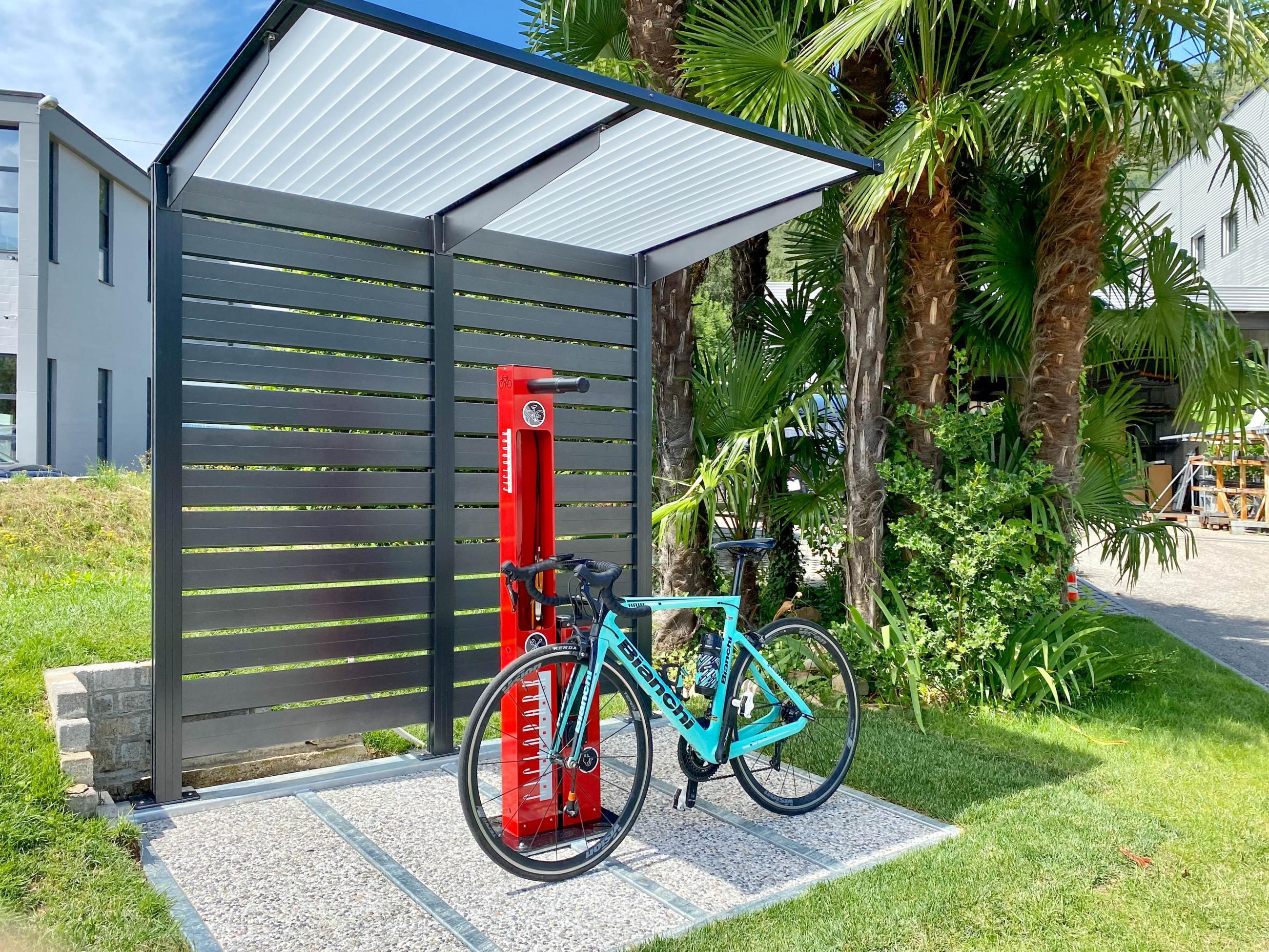 Copertura per biciclette e motocicli
